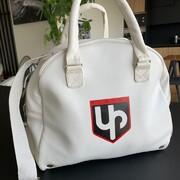 Un sac pour la prochaine fête des mères ? Possible...  Dis-nous ce que tu penserais de ce sac pour casque, encore au stade de prototype ⬇️