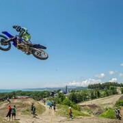 🔵 Tu choisis quel bleu ?   Bleu du ciel ? Bleu de la mer ? Bleu Yamaha Gebben Van Venrooy ?  🔷 Bleu Putoline ? 🔶  #motocross
